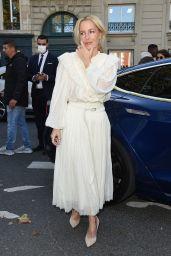 Gillian Anderson - Arriving at Chloe Show in Paris 09/30/2021