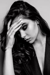 Hailee Steinfeld - Photoshoot for Armani Beauty at Venice Film Festival September 2021