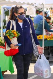 Jennifer Garner at the Brentwood Farmer
