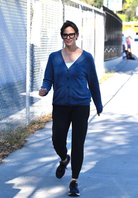Jennifer Garner - Out in Brentwood 10/12/2021