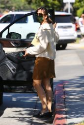 Jennifer Garner Wears a Brown Suede Skirt - Brentwood 10/13/2021