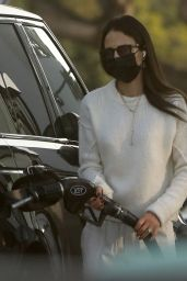Jordana Brewster - Pumping Gas in Brentwood 10/12/2021