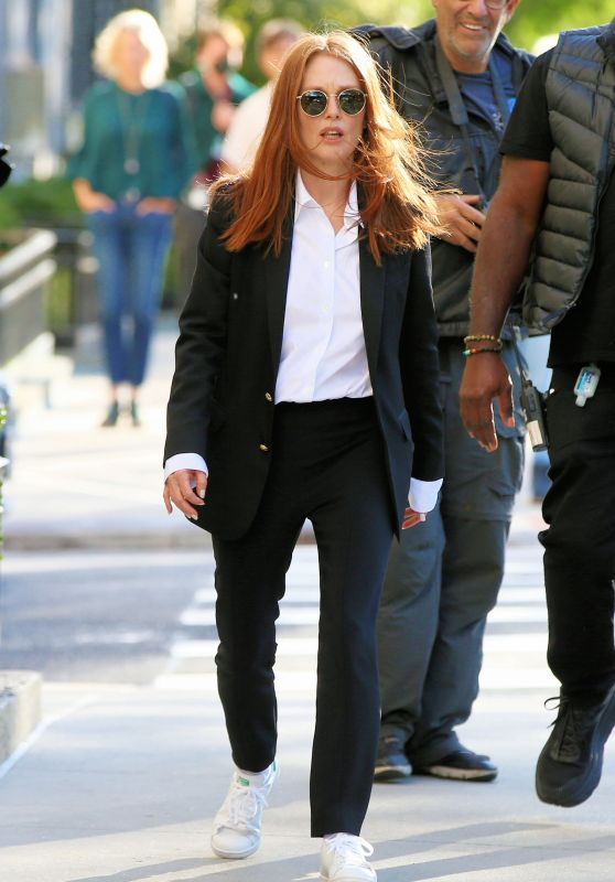"Julianne Moore - ""Sharper"" Filming Set in New York 10/19/2021"