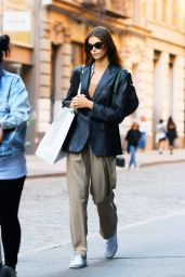 Kaia Gerber in a Black Leather Jacket and Matching Shades - Shopping in SoHo NYC 10/01/2021