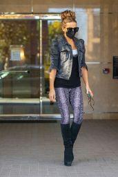 Kate Beckinsale Street Style - Beverly Hills 10/12/2021