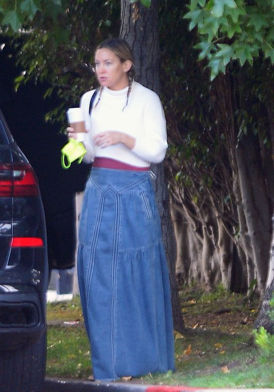 Kate Hudson - Out for Coffee in LA 10/20/2021