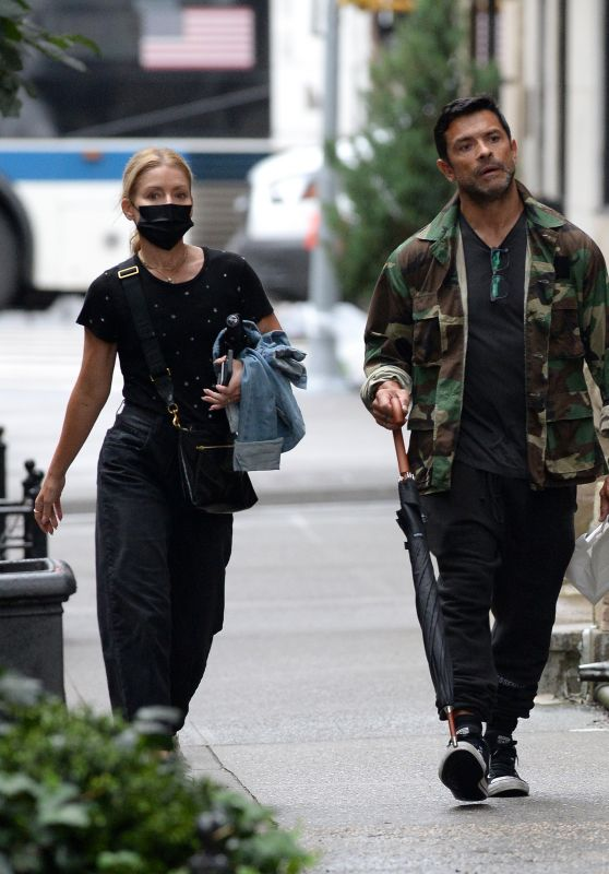 Kelly Ripa and Mark Consuelos - Out in New York City 10/10/2021