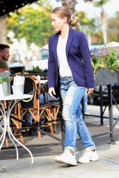 Kendra Wilkinson Street Style - Sweet Butter Cafe in LA 10/04/2021