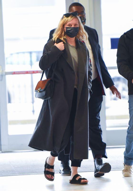 Kirsten Dunst - JFK Airport in New York 10/07/2021