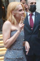"Kristen Stewart - Greets Fans as she Leaves for ""Spencer"" Premiere in London 10/07/2021"