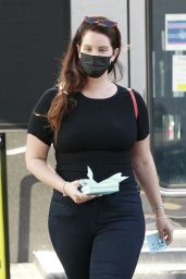 Lana Del Rey - Shopping at XIV Karats jewelry in Beverly Hills 10/06/2021