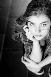 Lyliana Wray - Photoshoot October 2021