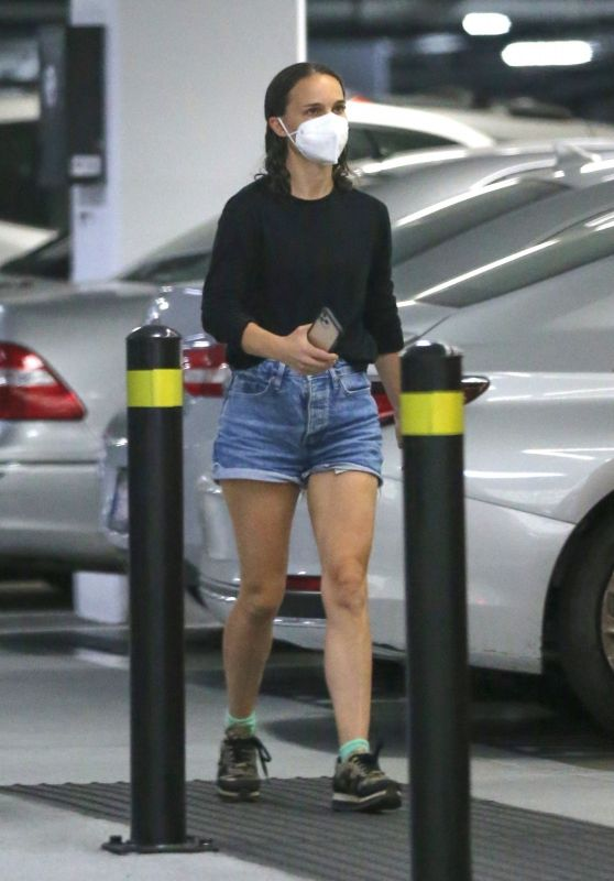 Natalie Portman - Out in Beverly Hills 10/08/2021