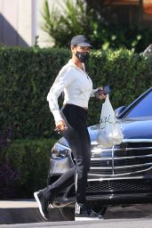 Nicole Murphy Wearing Sweatpants 10/01/2021