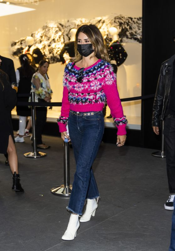 Penelope Cruz Street Style - New York 10/09/2021
