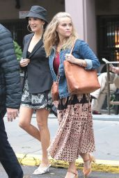 """Reese Witherspoon and Zoe Chao - """"Your Place or Mine"""" Set in New York City 10/05/2021"""