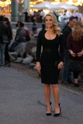 """Reese Witherspoon in a Black Dress - """"Your Place or Mine"""" Set in Brooklyn 10/06/2021"""