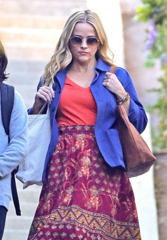 """Reese Witherspoon - RomCom """"Your Place or Mine"""" Set in Echo Park in LA 10/13/2021"""