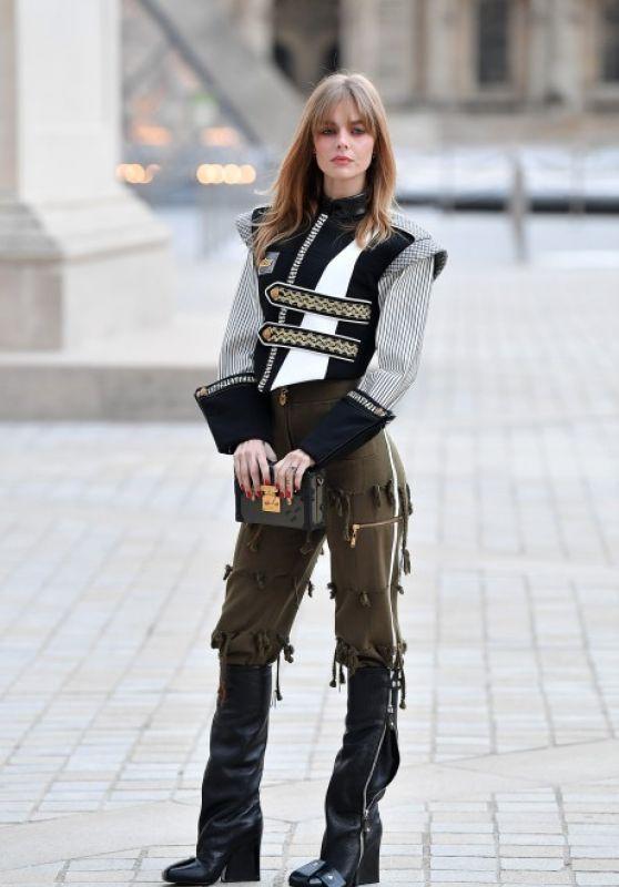 Samara Weaving – Louis Vuitton Fashion Show in Paris 10/05/2021