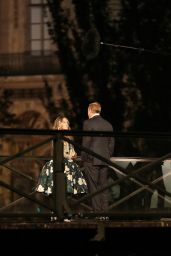 """Sarah Jessica Parker – """"And Just Like That"""" Filming Set on the Pont des Arts in Paris 10/10/2021"""