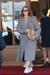 Stella McCartney - Leaving the Ritz Hotel in Paris 10/04/2021