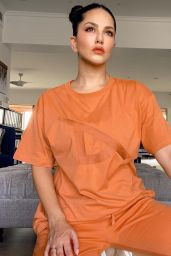 Sunny Leone – Live Stream Video and Photos 10/06/2021