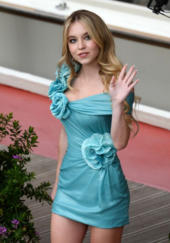 Sydney Sweeney at Hotel Excelsior in Venice 08/30/2021